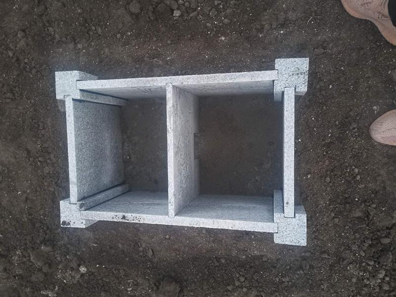 石材双墓穴